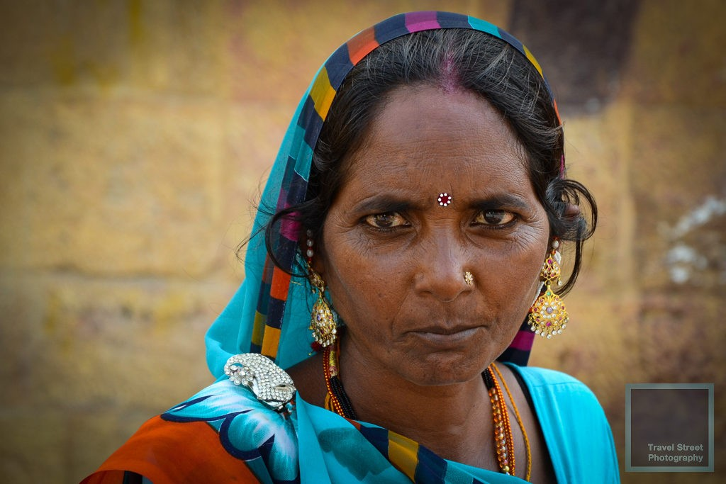 travel street photography hindu woman wearing bindi jewellery jewelry sari jaisalmer india people portrait